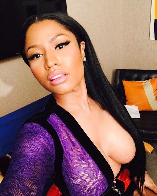 Nicki Minaj Cleavage (8 Photos)