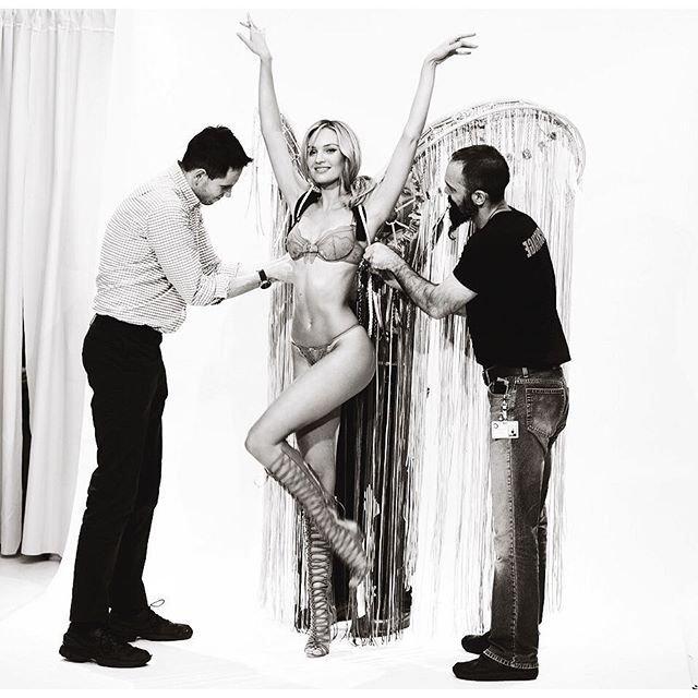 Candice Swanepoel Nude & Sexy (6 Photos)