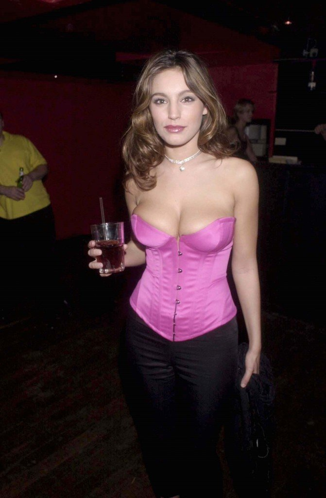 Kelly Brook Cleavage (2 Photos)
