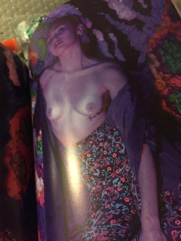 Miley Cyrus Topless (3 Hot Photos)