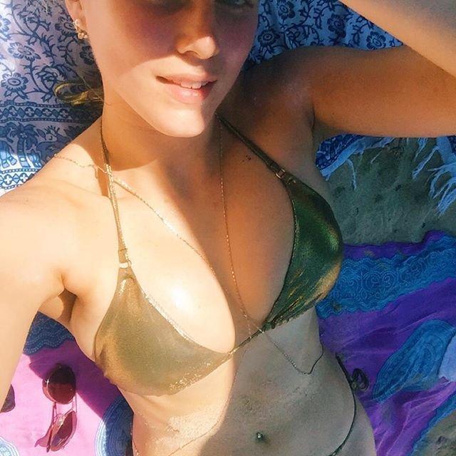 Ashley James Sexy (33 Photos)