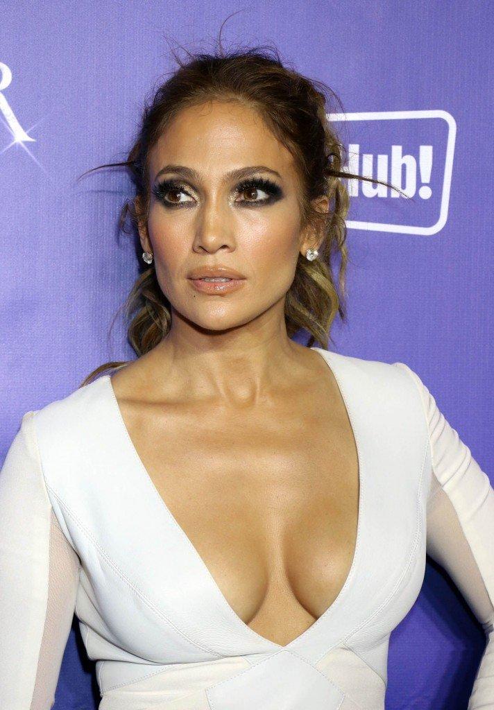 Jennifer Lopez Cleavage (40 Photos)