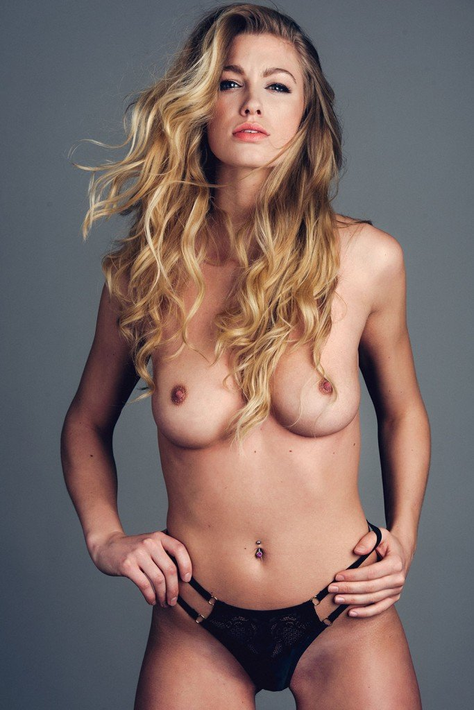 Jo From Kent Topless (4 Photos)
