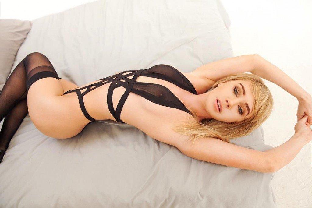 Sara Underwood Sexy (4 Photos)