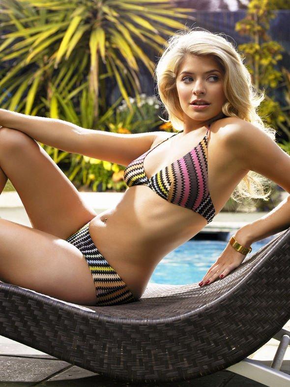 Holly Willoughby Sexy (4 Photos)