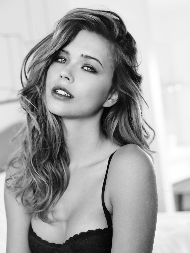 Sandra Kubicka Sexy (33 Photos)