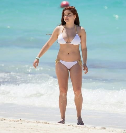 Ariel Winter in a Bikini (35 Photos)
