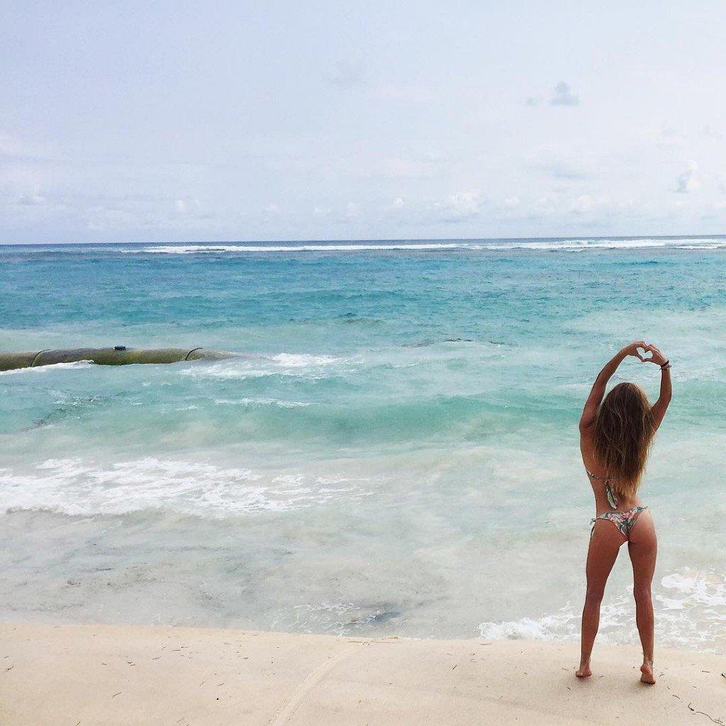Nina Agdal in a Bikini (2 Photos + Video)