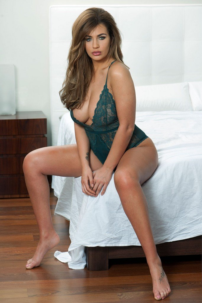 Holly Peers Sexy & Topless (4 Hot Photos – Page 3)