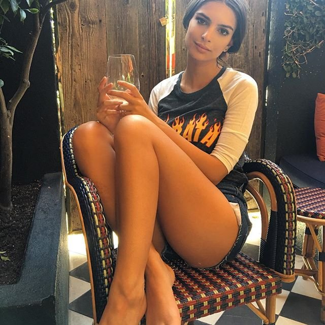 Emily Ratajkowski Sexy (5 Hot Photos)