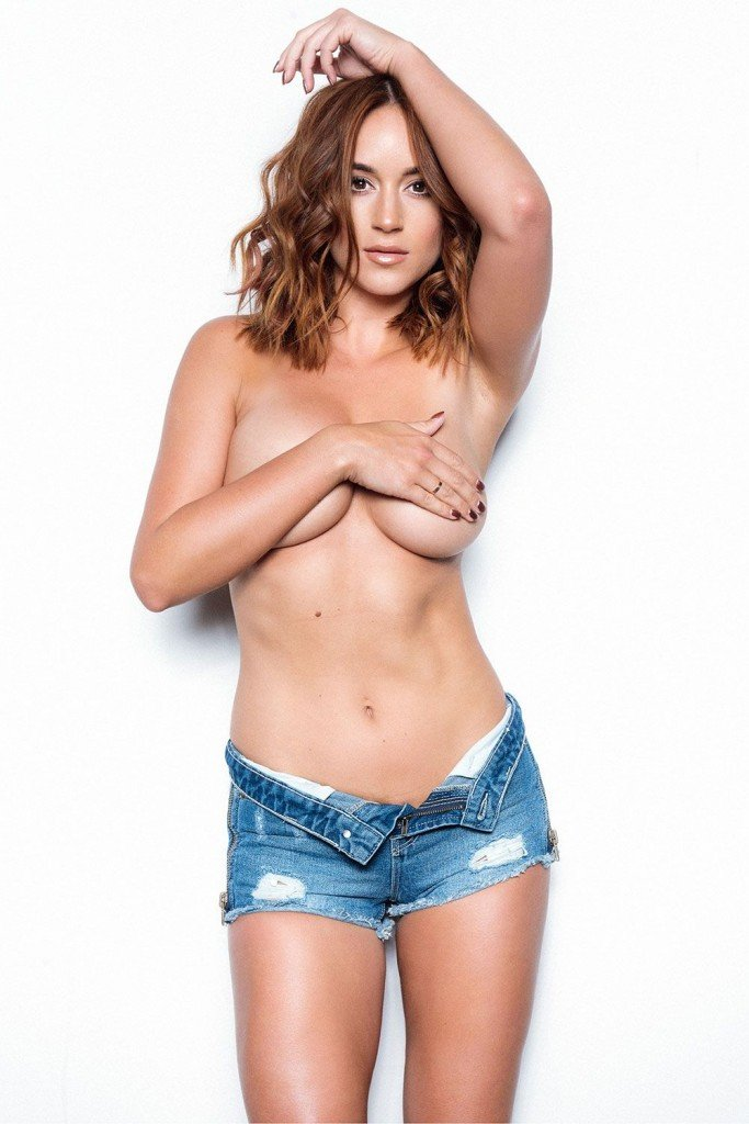 Rosie Jones Topless (4 Hot Photos – Page 3)