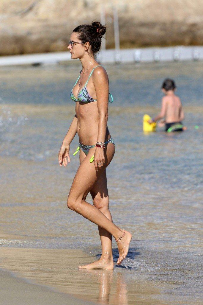 Alessandra Ambrosio Sexy (31 Photos)