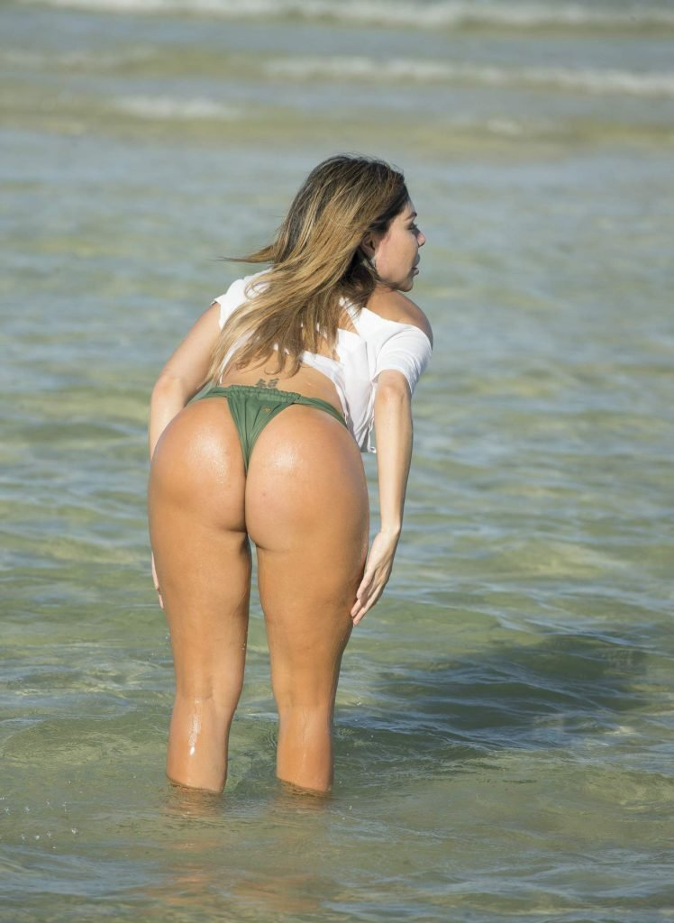 Liziane Gutierrez Butt (35 Photos)