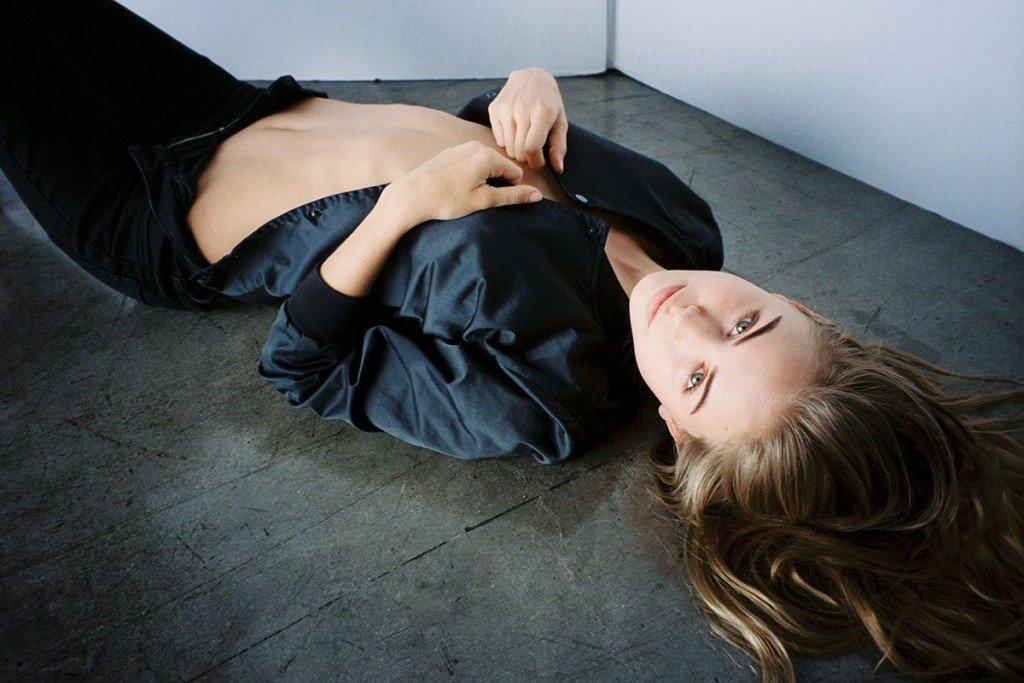 Scarlett Leithold Underboob (5 Photos)