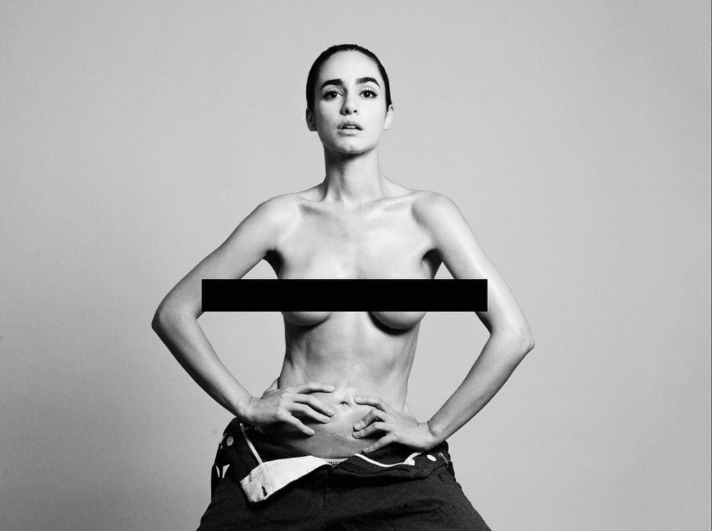 Alicia Sanz Topless (2 Photos)