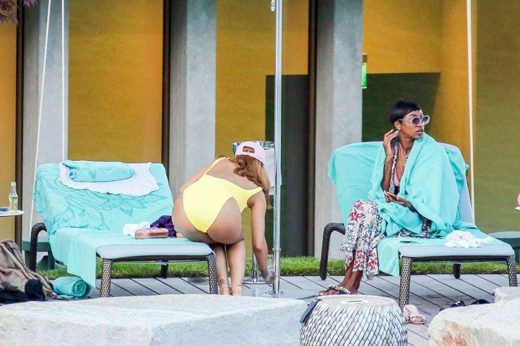 Rihanna Sexy (22 Photos)