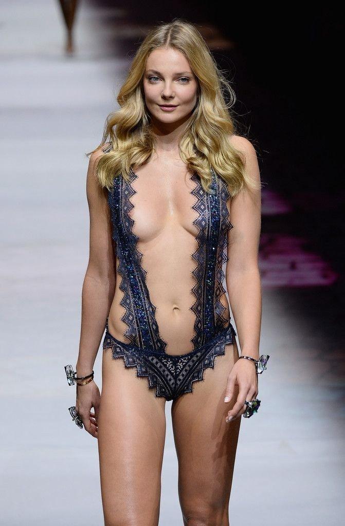 Eniko Mihalik Sexy & Topless (28 Photos)