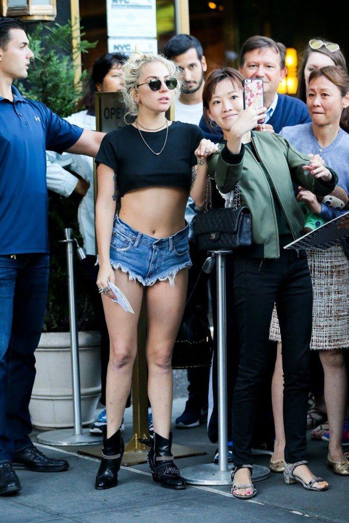 Lady Gaga Braless (18 Photos)