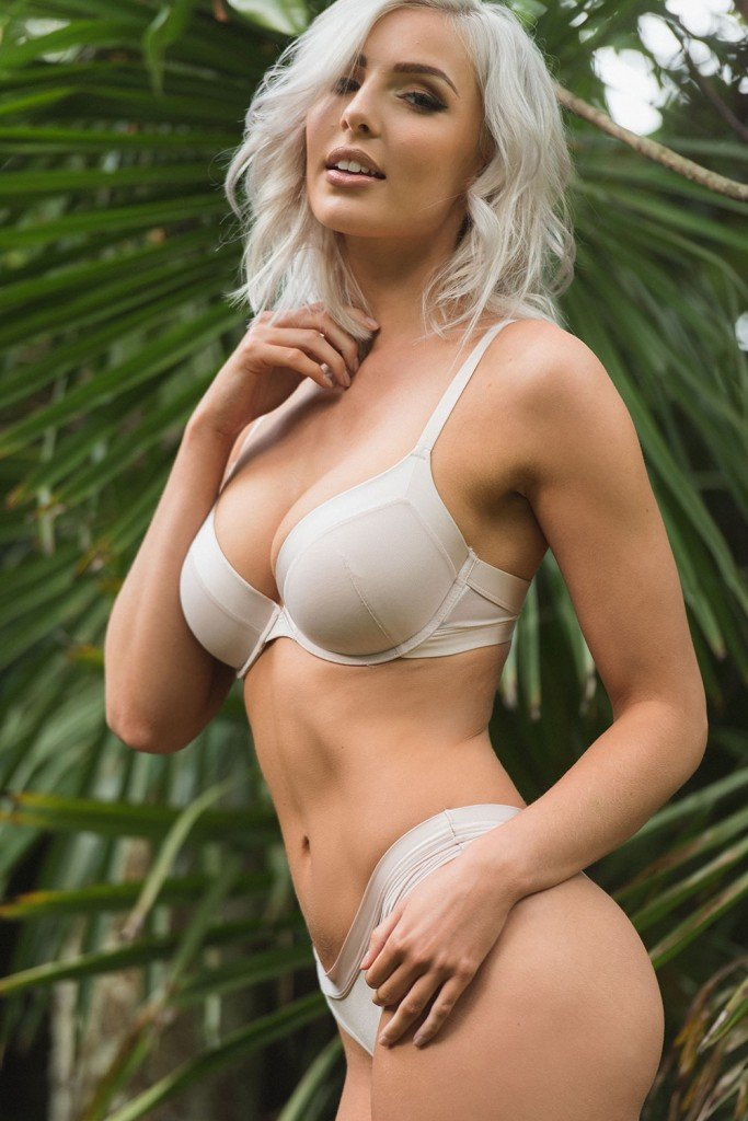 Lissy Cunningham Sexy and Topless (Page3 – 4 Photos)