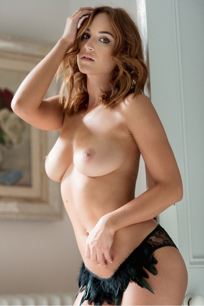 Rosie Jones Topless & Sexy (Page 3 – 4 Photos)
