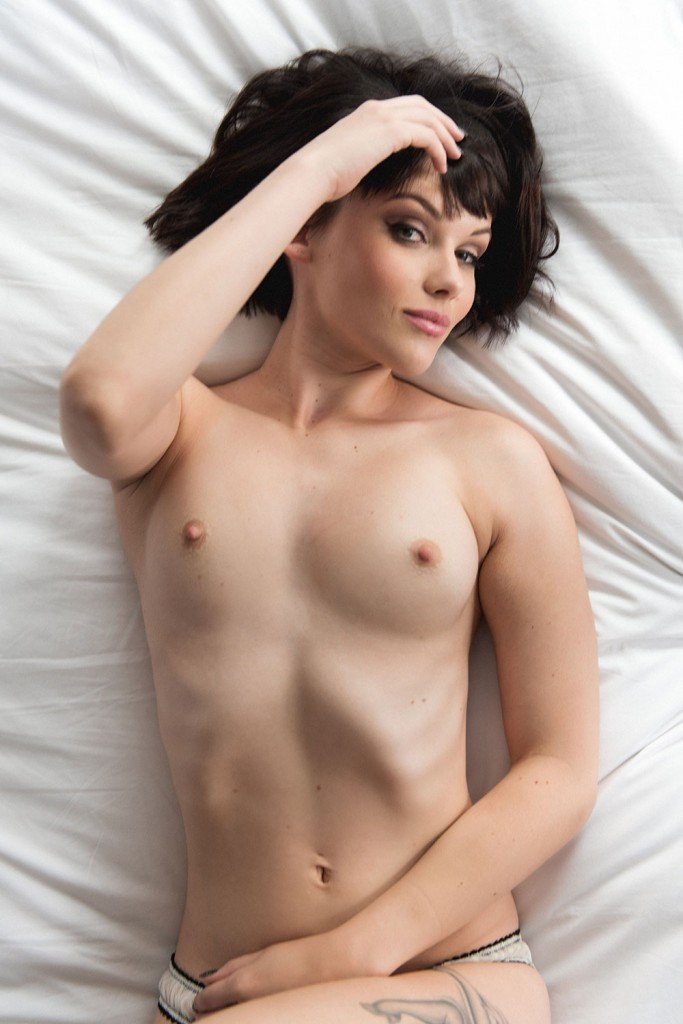 Mellisa Clarke Sexy and Topless (Page3 – 4 Photos)