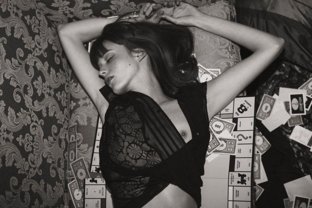 Stacy Martin Topless & Sexy (7 Photos)