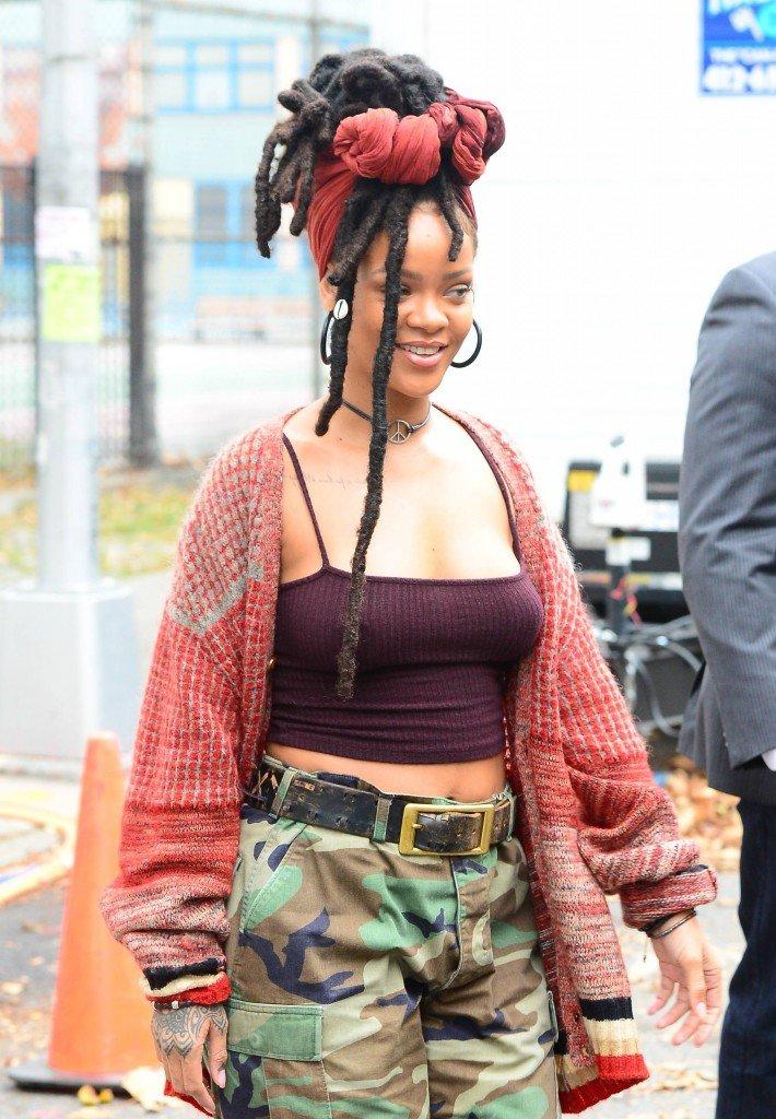 Rihanna Pokies (10 Photos)