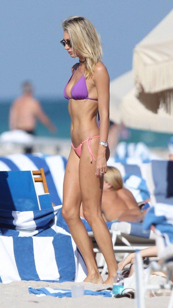 Lauren Stoner Sexy (15 Photos)