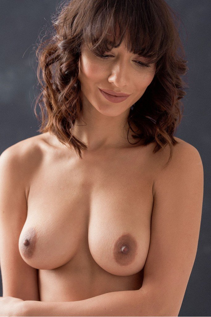 Nicola Paul Sexy and Topless (5 New Photos)