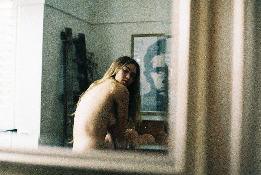 Zoe Cross Naked (12 Photos)