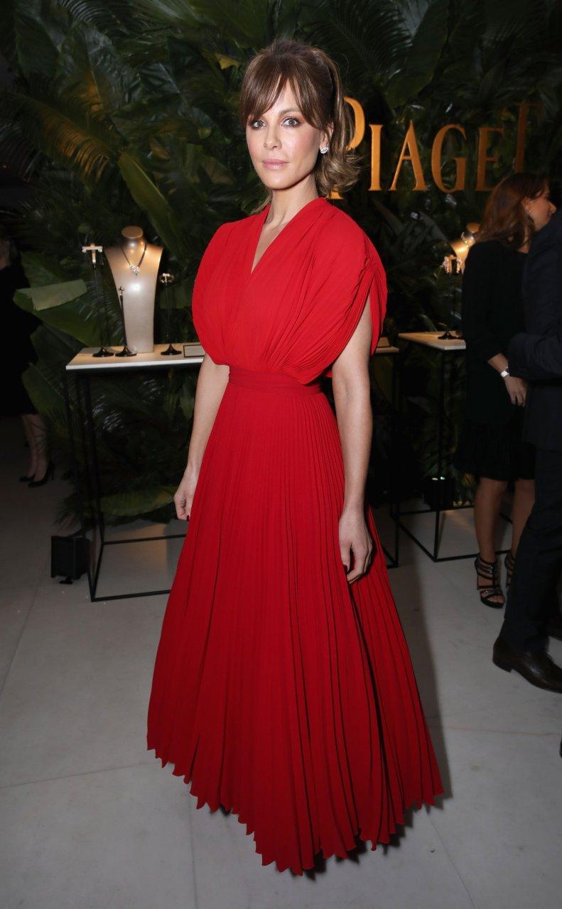 Kate Beckinsale Sexy (18 Photos)