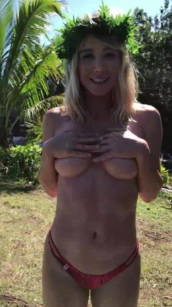 Sara Jean Underwood Sexy & Topless (36 Photos + GIFs)