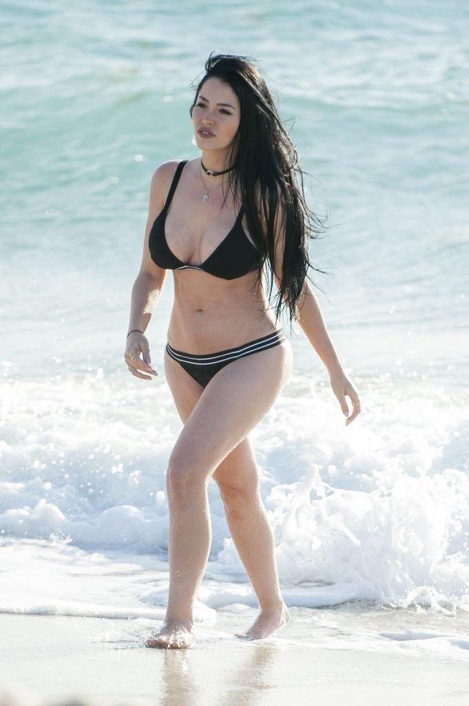 Claudia Alende Sexy (16 Photos)