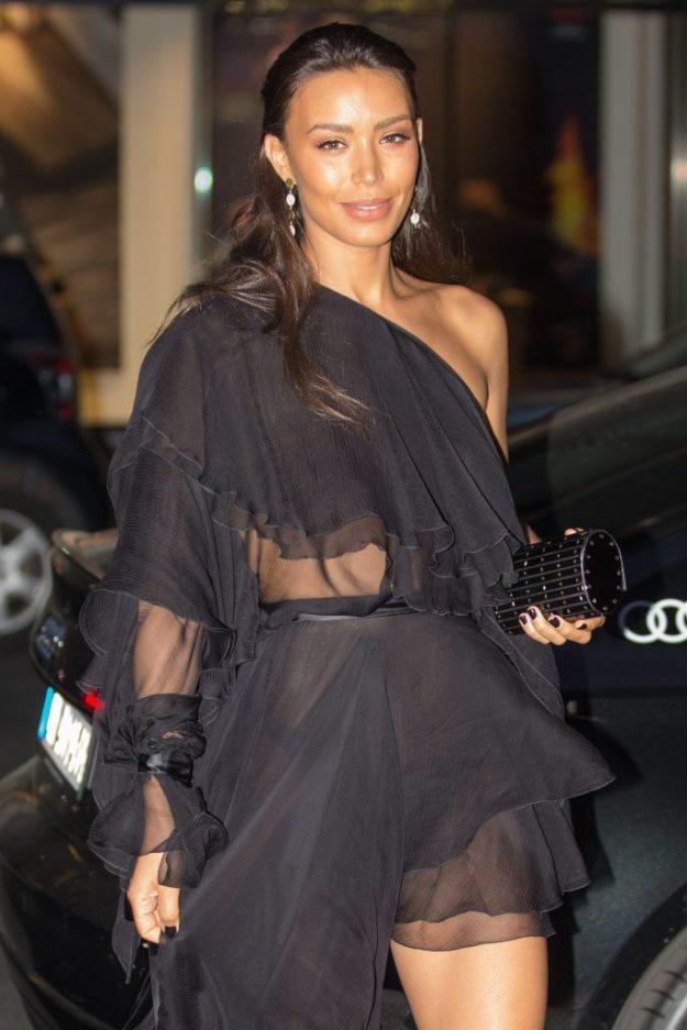 Kim Kardashian Topless (4 Photos) | HottieStars