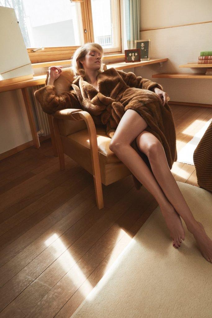 Julie Ordon Nude & Sexy (10 Photos)