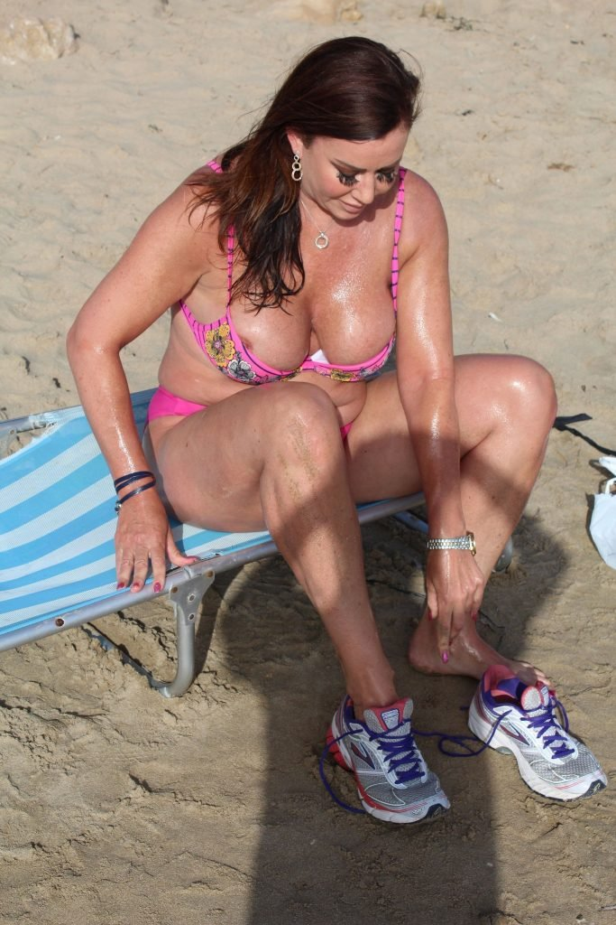Lisa Appleton's Boobs (22 Photos)