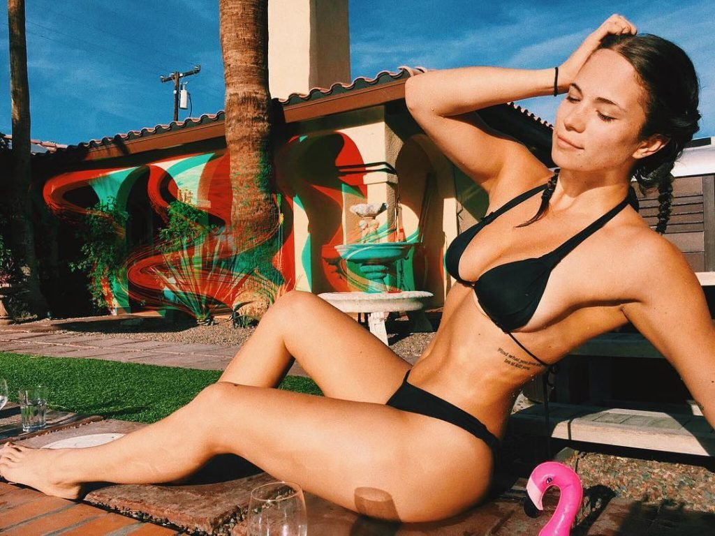 Katelyn Pippy Sexy (10 Photos)