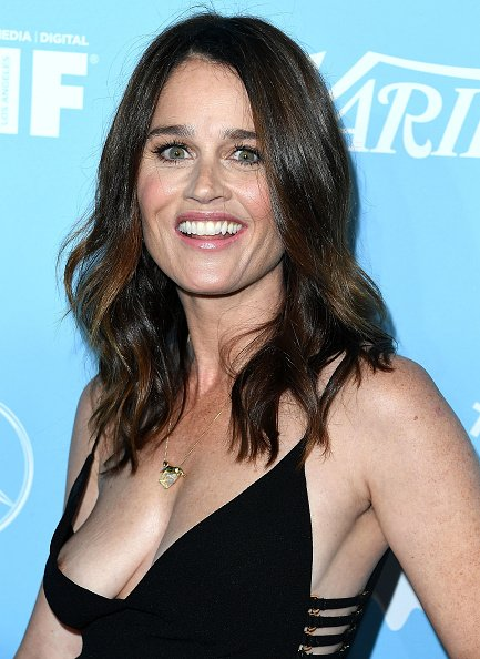 Robin Tunney Braless (13 Photos)