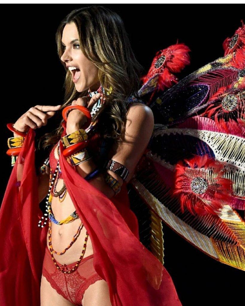 Alessandra Ambrosio Sexy (11 Photos + Video & Gif)