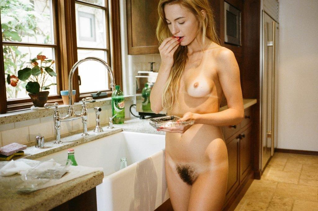 Dora Yoder Nude & Sexy (19 Photos)