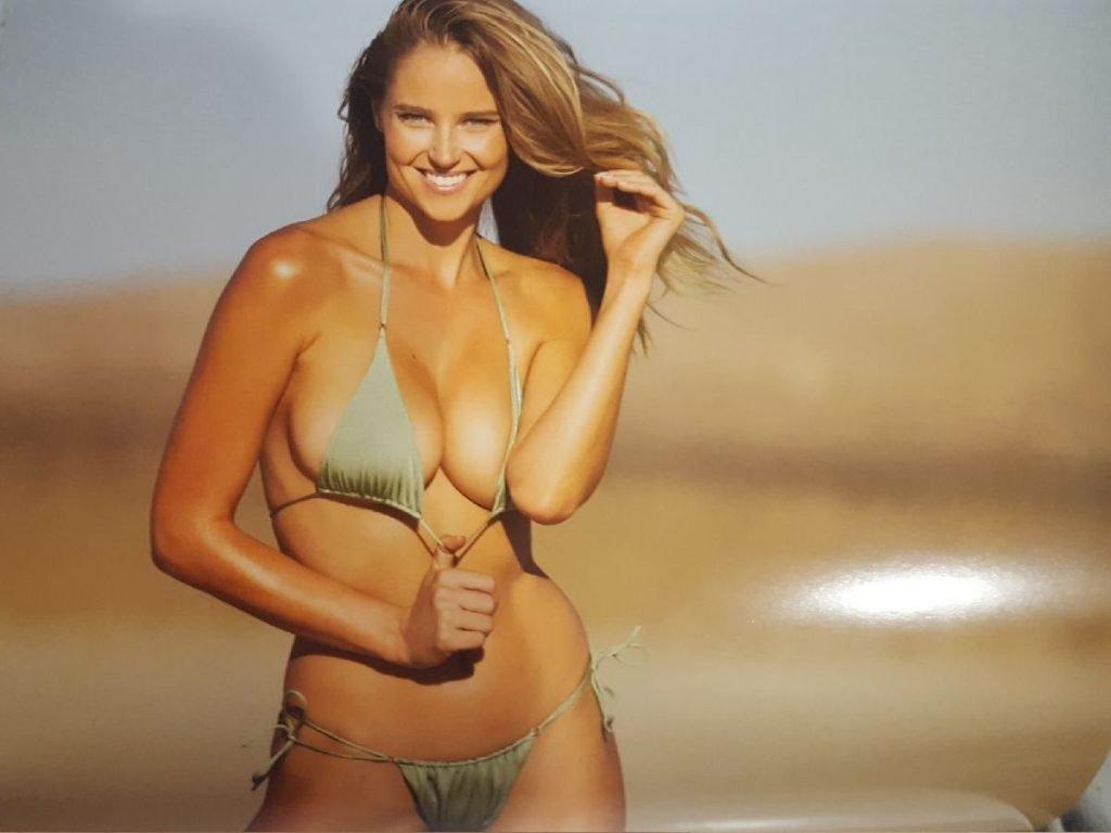 Genevieve Morton Nude & Sexy (13 Photos)