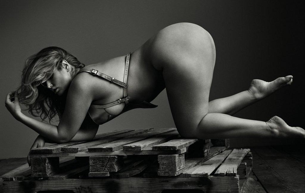Hunter McGrady Nude (8 Photos)