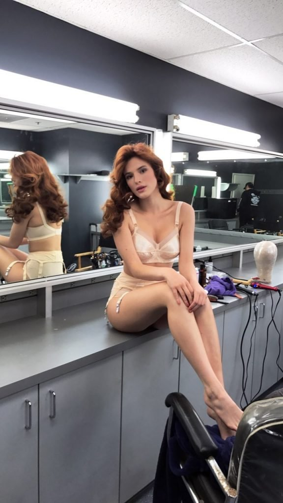 Bella Thorne Sexy (14 Photos + Gif & Video)