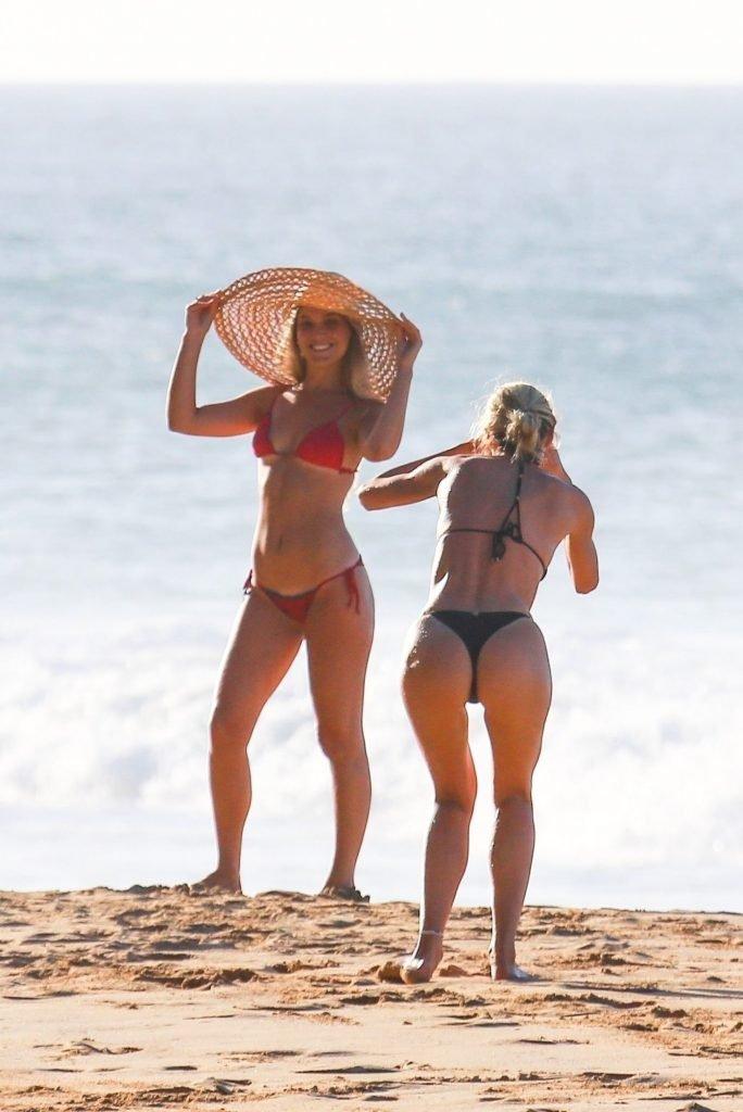 Candice Swanepoel Sexy (45 Photos)
