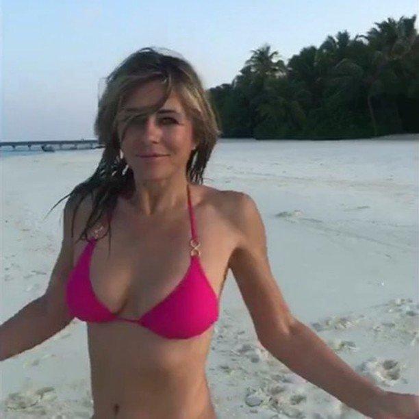 Elizabeth Hurley Sexy (3 Photos + Gif & Video)