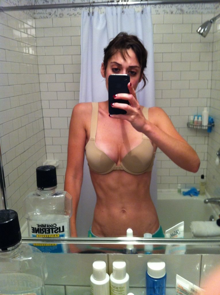 Lizzy Caplan Leaked The Fappening (9 Photos)