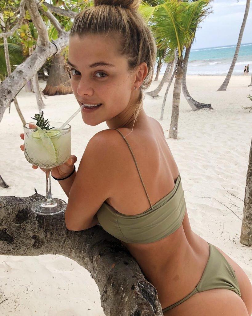 Nina Agdal Sexy (56 Photos)