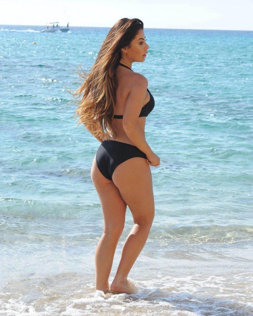 Jessica Hayes Sexy (12 Photos)