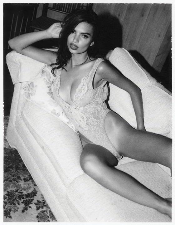 Emily Ratajkowski Nude & Sexy (34 Photos)