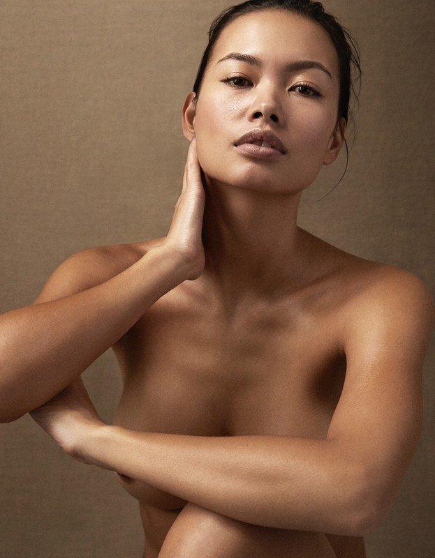 Jennifer Berg Topless (3 Photos)